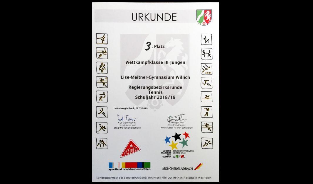 Jungen-Tennismannschaft erreicht dritten Platz auf Regierungsbezirksebene